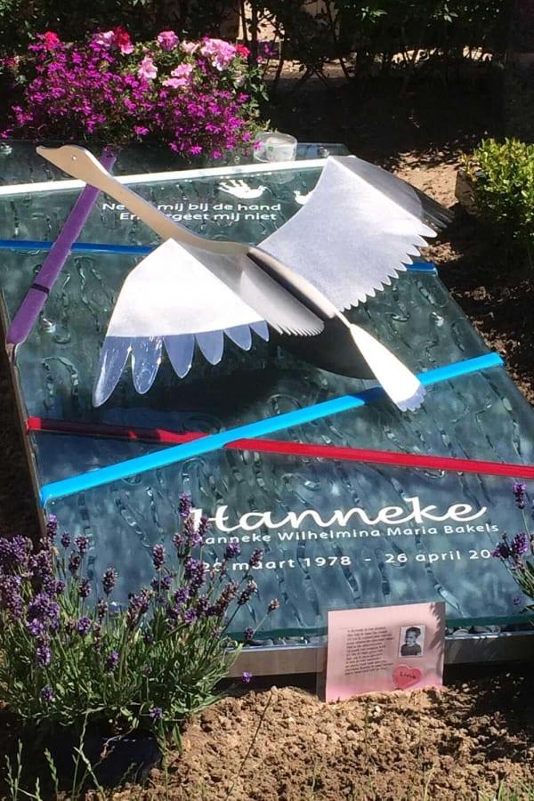grafzerk glas met zwaan voor vrouw