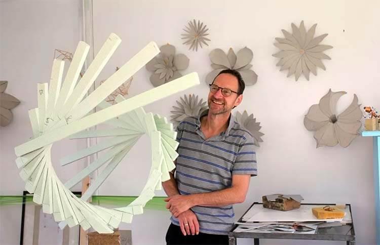 Grafkunstenaar Jeroen Stok in atelier