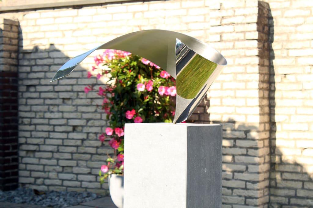 Wave- kunst in opdracht exclusieve RVS sculptuur voor prive tuin