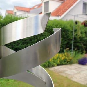 detail RVS sculptuur abstract geometrisch inox