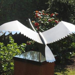 RVS sculptuur van een zwaan