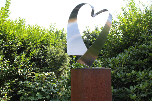 abstract RVS-sculptuur-van-hart