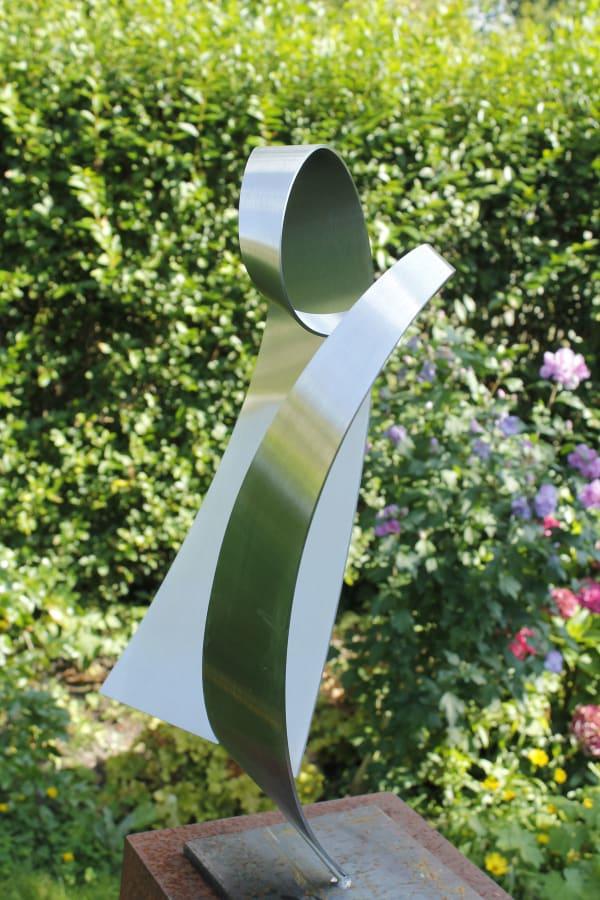 modern abstract RVS-sculptuur-van-hart