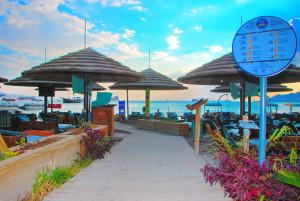 חוף ממן - שמש, ים, מסעדה