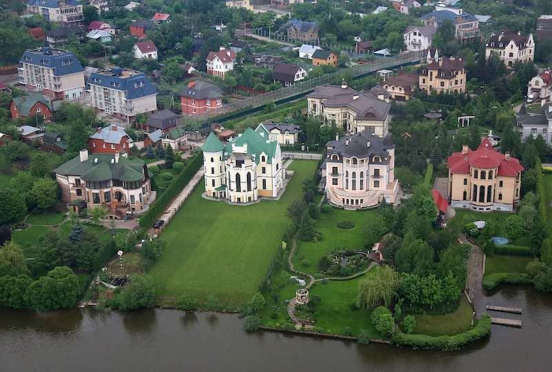 7 звезд, которые живут на Рублевке