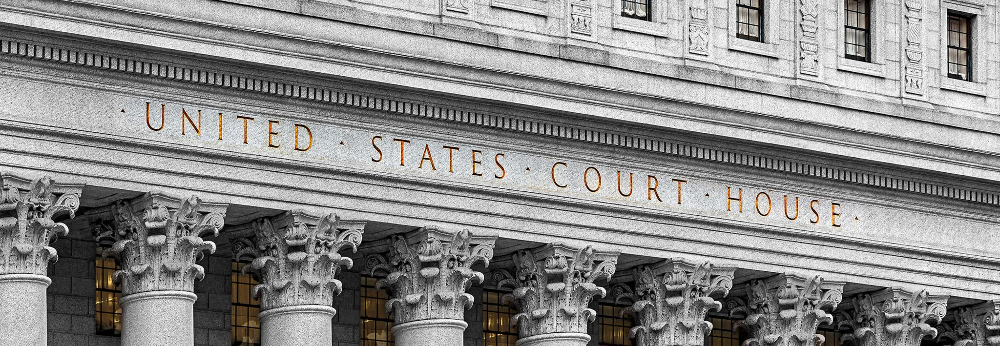 A United States courthouse is located in downtown.