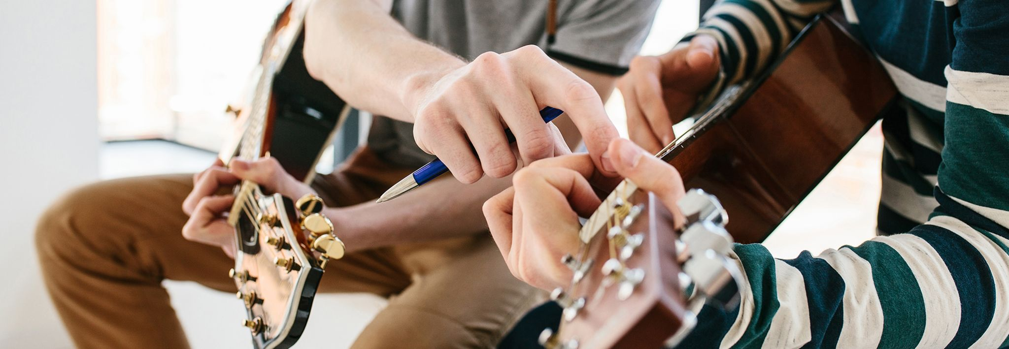 Colorado Christian University student getting guitar lessons.