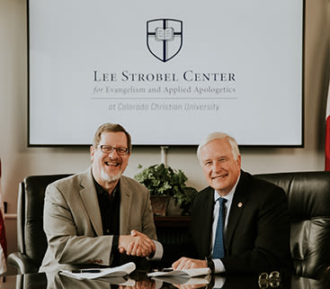 President Sweeting and Lee Strobel shaking hands
