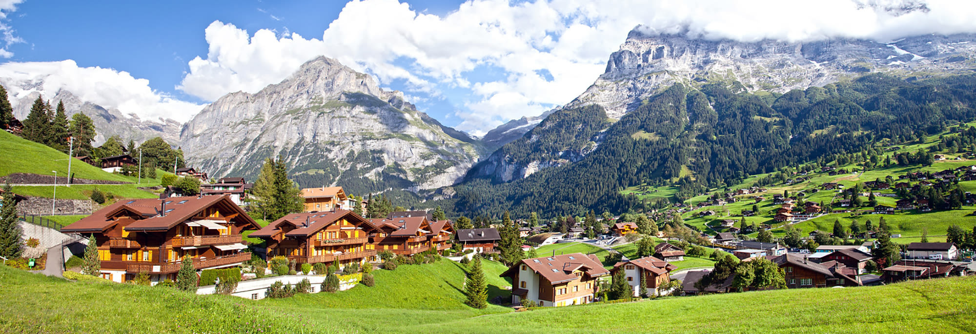 grindelwald-village with mountains