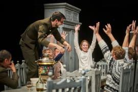 Ruska kazališna senzacija <em>Tri sestre</em> teatra Red Torch na Festivalu svjetskog kazališta