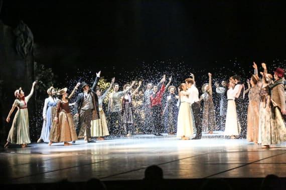 Dugotrajni aplauz oduševljene premijerne publike na praizvedbi baleta <em>Ponos i predrasude</em> 1