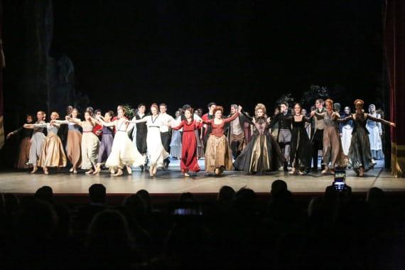 Dugotrajni aplauz oduševljene premijerne publike na praizvedbi baleta <em>Ponos i predrasude</em> 5