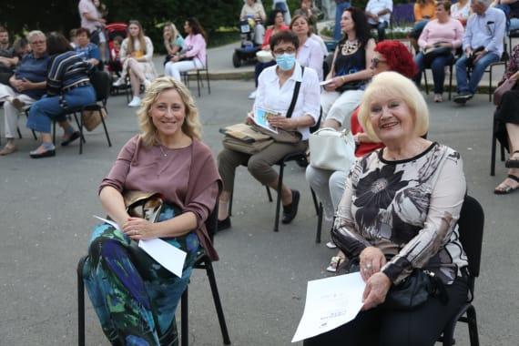 <em>Čarolija ljeta</em> ispred kazališta 14