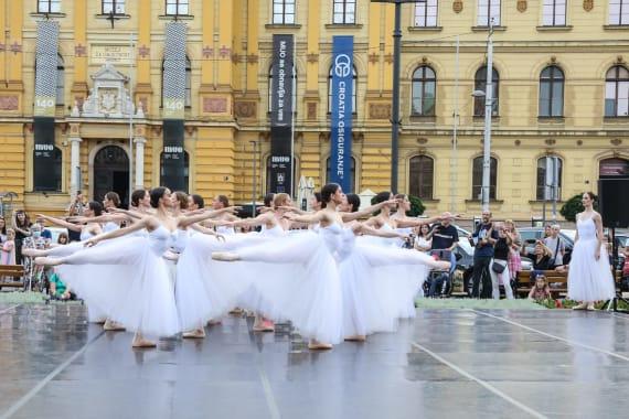 <em> Balet u predvečerje </em> 6