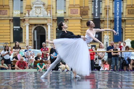 <em> Balet u predvečerje </em> 8