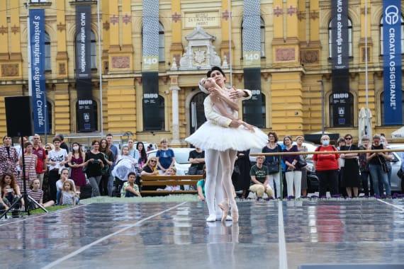 <em> Balet u predvečerje </em> 14