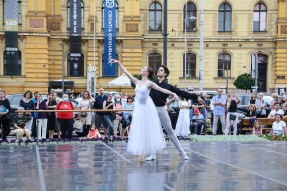 <em> Balet u predvečerje </em> 10