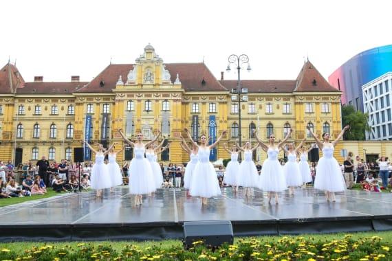 <em> Balet u predvečerje </em> 3