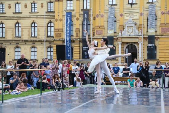 <em> Balet u predvečerje </em> 13