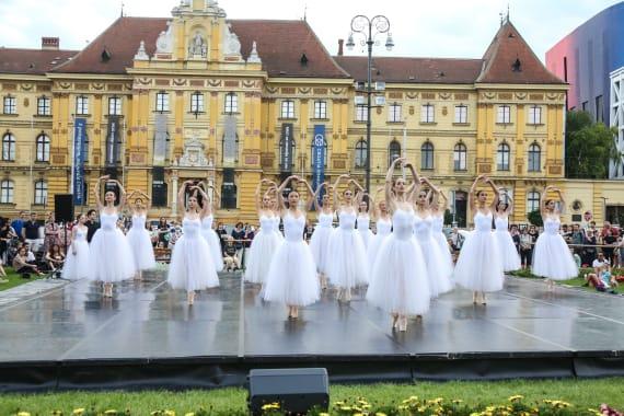 <em> Balet u predvečerje </em> 11