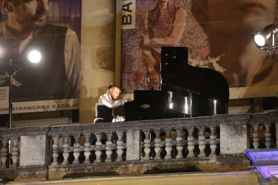 Glazbenim spektaklom u čast Arsenu Dediću završen <em>Festival Ljetne večeri HNK u Zagrebu</em> 17
