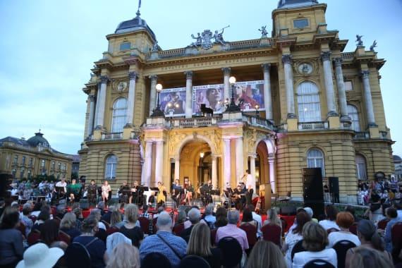 Glazbenim spektaklom u čast Arsenu Dediću završen <em>Festival Ljetne večeri HNK u Zagrebu</em> 9