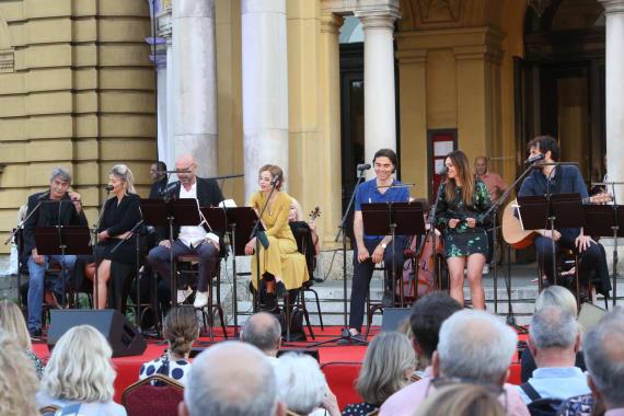 Glazbenim spektaklom u čast Arsenu Dediću završen <em>Festival Ljetne večeri HNK u Zagrebu</em> 7