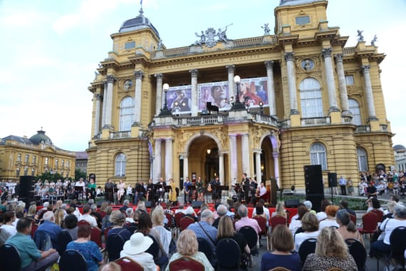 Glazbenim spektaklom u čast Arsenu Dediću završen <em>Festival Ljetne večeri HNK u Zagrebu</em> 2