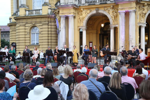 Glazbenim spektaklom u čast Arsenu Dediću završen <em>Festival Ljetne večeri HNK u Zagrebu</em> 1