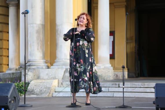 Ansambl Drame i Opere programom <em>Zagrebački rujan</em> nastupao ispred kazališta 7
