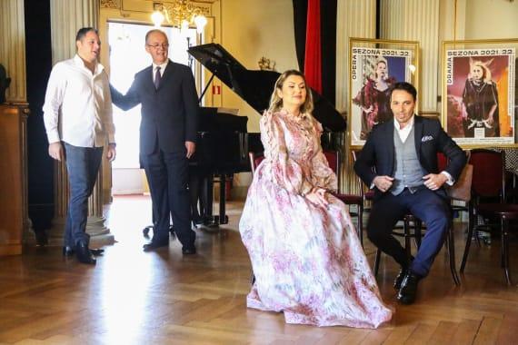 <em>Ususret premijeri</em> - opera <em> Lastavica</em> Giacoma Puccinija