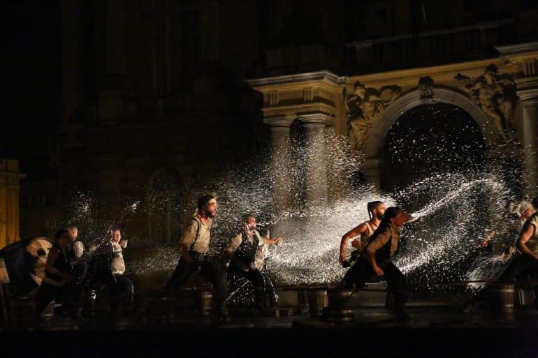 Otvorenje <em>Festivala svjetskog kazališta</em> uličnim spektaklom <em> Moby Dick</em>
