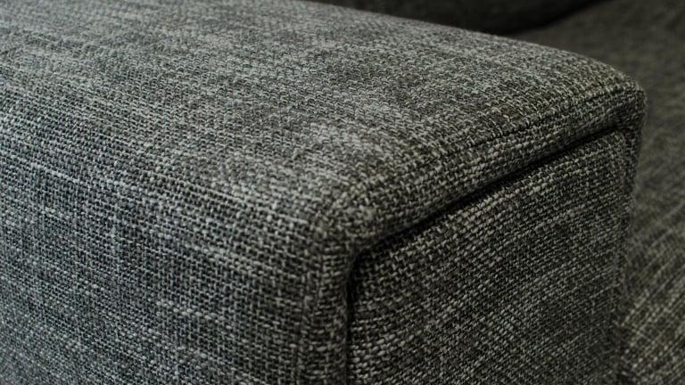 salon canap d 39 angle avec appuis t te en tissu gris. Black Bedroom Furniture Sets. Home Design Ideas