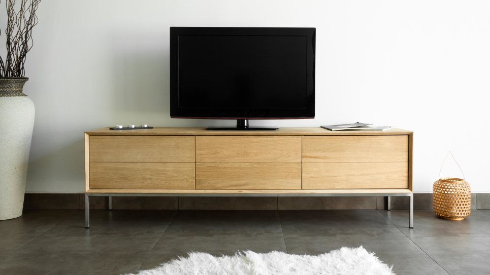Meuble tv en ch ne massif 2 tiroirs 1 porte rabattable for Meuble tv chene design