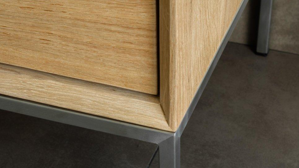 meuble tv en ch ne massif 2 tiroirs 1 porte rabattable kubico. Black Bedroom Furniture Sets. Home Design Ideas