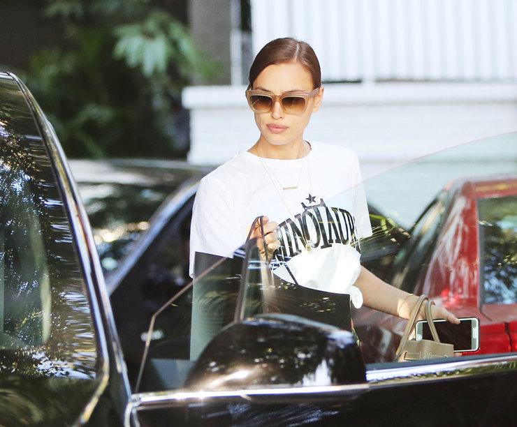 Цифра дня: джинсы Ирины Шейк стоят 8 тысяч рублей