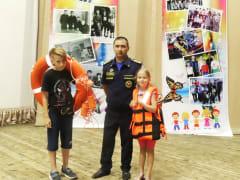 Государственные инспекторы ГИМС провели урок безопасности в биробиджанском Центре детского творчества