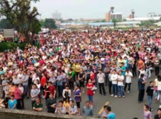 Les salariés en grève à l'usine Yue Yuen de Dongguan