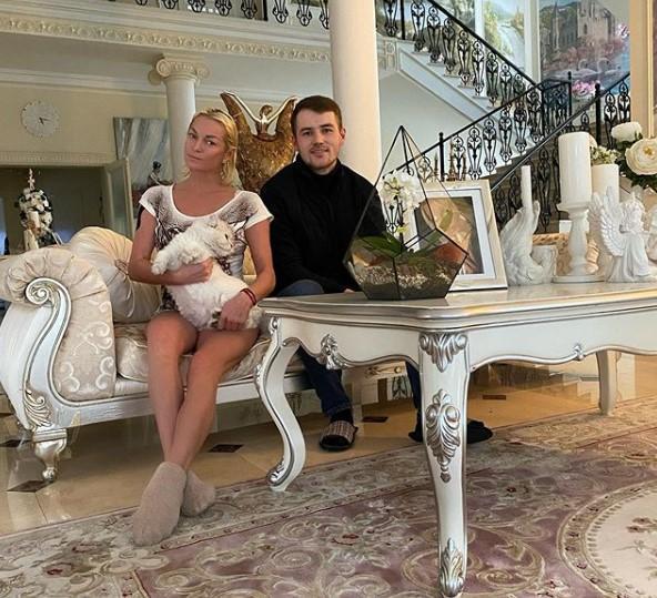 Анастасия Волочкова получила всю зарплату за работу в Большом театре