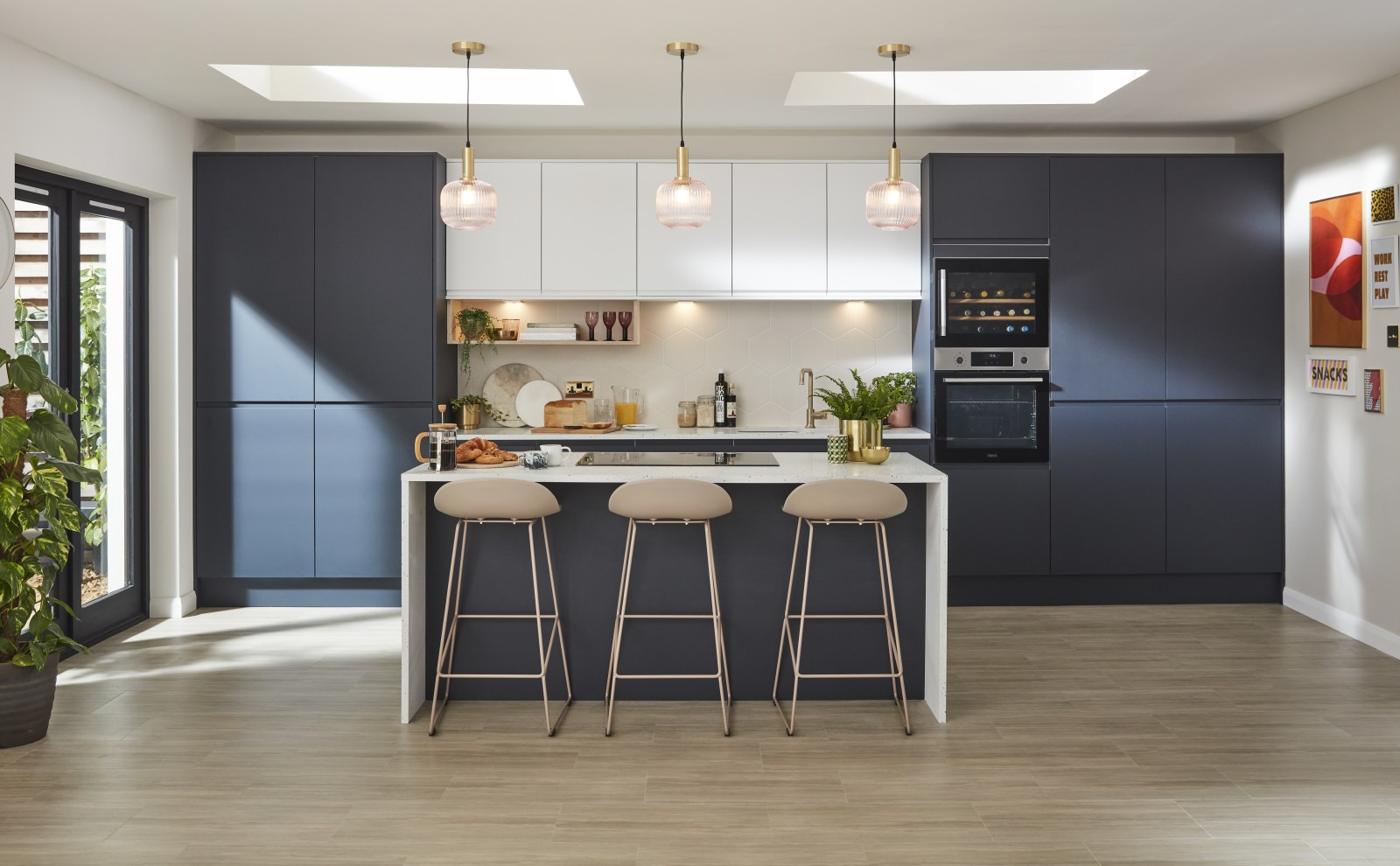 Luna Kitchen from Magnet. An affordable handless look with integrated J Pull doors for a stylish and modern look.