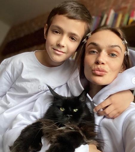 Алена Водонаева призналась, что постоянно плачет на карантине