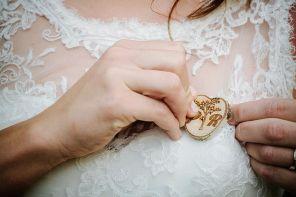 Poročne broške za svate
