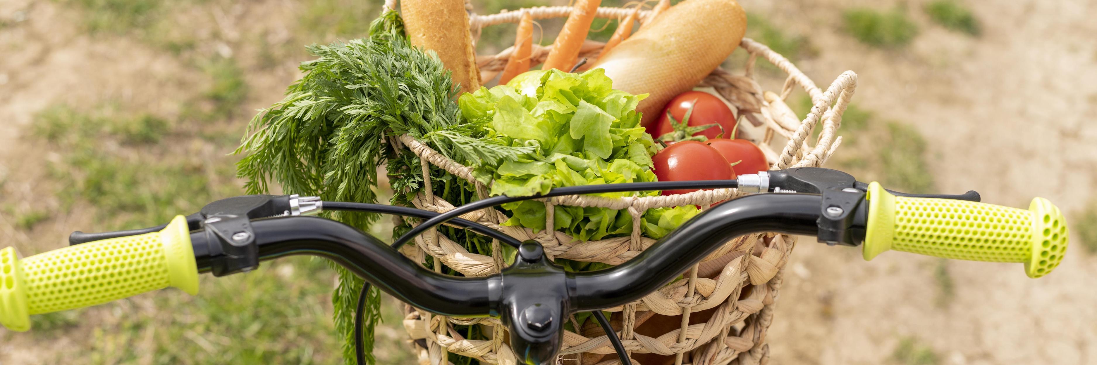 panier de légumes sur un vélo