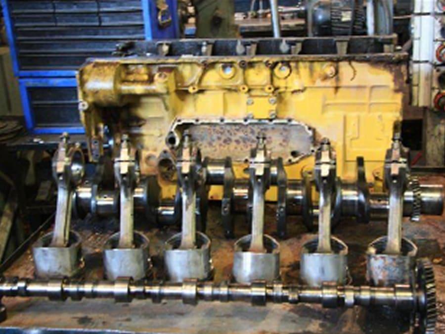 11-komatsu-engine-block