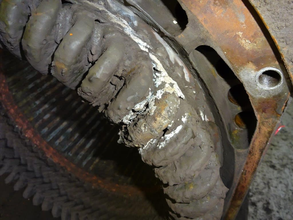 3-electric-motor-cleaning-before-close-up