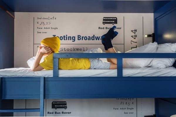 enfant allongé lit combine enfant