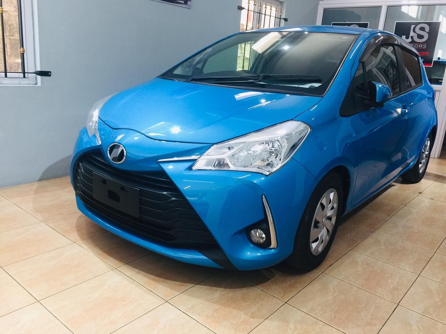 Toyota Vitz Recond 2017 Cars for sale