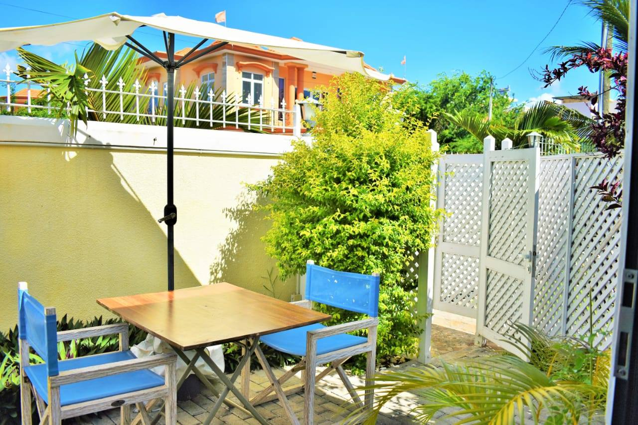 A louer private studio  Villa Azureva at Flic en Flac