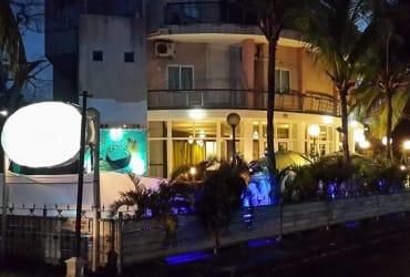 A Vendre : Batiment commercial face a la plage de Pereybere