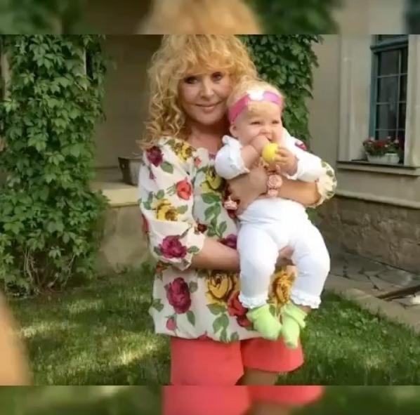 «Так выглядит счастье»: Алла Пугачева показала видео прогулки с дочерью